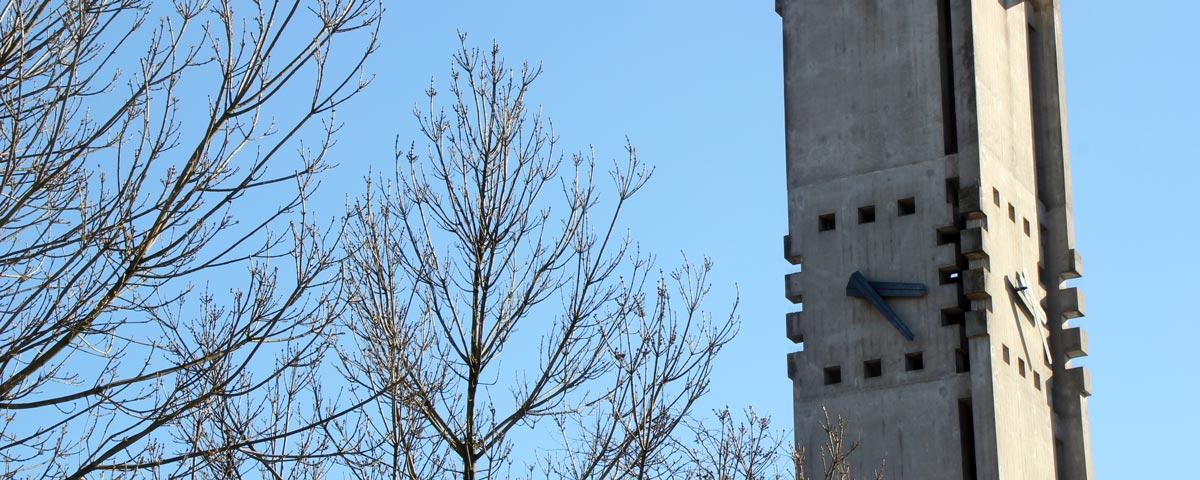 Kornfeldkirche im Frühling